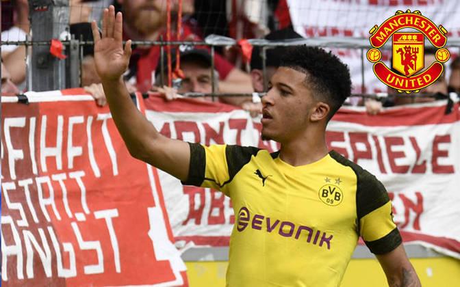 """FECHADO - Manchester United e Jadon Sancho chegaram em acordos a respeito dos termos de contrato, segundo o """"Bild"""". Os Red Devils irão assinar o vínculo com o atacante inglês por cinco temporadas e o jovem deve receber um salário de 340 mil libras (R$ 2,3 milhões) por semana. Falta finalizar a operação com o Borussia Dortmund."""