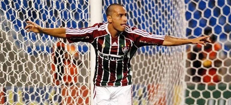 FECHADO - Martinuccio já tem uma nova equipe. O atacante defenderá o Boston River, do Uruguai. O atacante de 33 anos já havia manifestado desejo de voltar ao Peñarol.