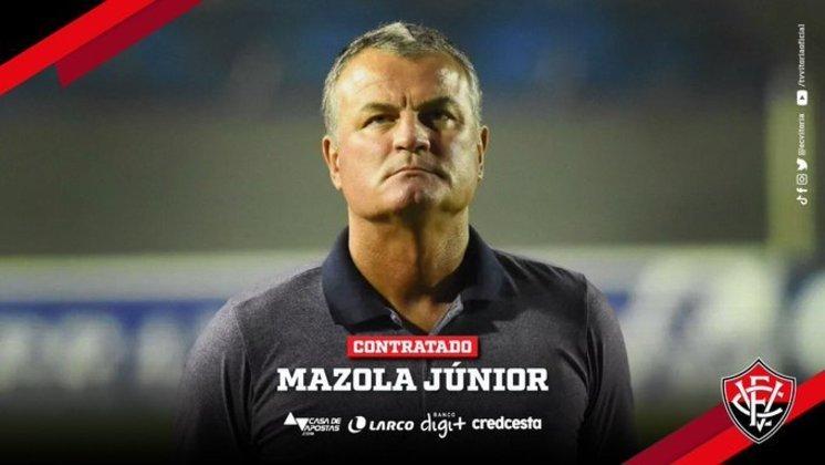 FECHADO - Mazola Júnior é o novo técnico do Vitória., O treinador estava sem clube desde que foi demitido do Remo no último mês de setembro. O acordo entre as partes foi assinado até 30 de janeiro de 2021, mês programado para o término da disputa da atual edição da Série B do Brasileirão.