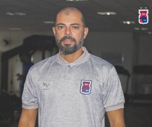 FECHADO - Menos de 24 horas após a saída de Gilmar Dal Pozzo, o Paraná encontrou o seu novo técnico. Trata-se de Márcio Coelho, que aceitou o convite de salvar o Tricolor do rebaixamento na Série B.