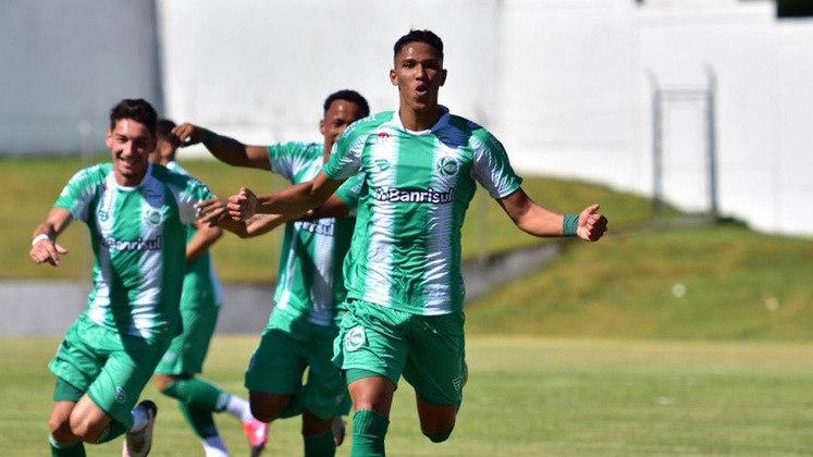 FECHADO - Na busca para deixar o time mais forte para a temporada 2021, o Juventude também olha para dentro de casa e conseguiu prolongar o vinculo com o atacante Marcos Vinicios. O acordo é válido por mais três temporadas.