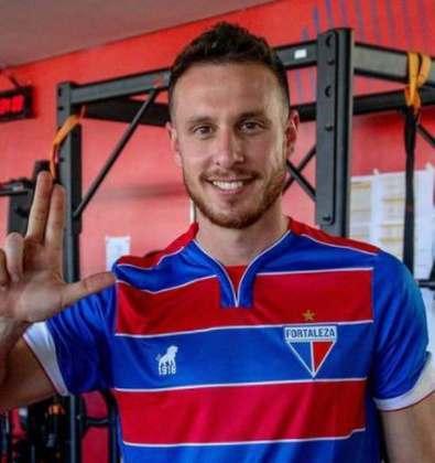 FECHADO - Na busca para qualificar o elenco, o Fortaleza anunciou a chegada de Ángelo Henríquez. Em seu desembarque na capital cearense, o atacante não perdeu tempo e foi até o CT para conhecer a estrutura do clube.