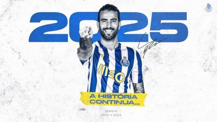 FECHADO – Na manhã deste sábado, o Porto anunciou a renovação de contrato do meia Sergio Oliveira. O jogador estendeu seu vínculo com os Dragões por mais cinco temporadas. O clube destacou que o atleta é um dos líderes da equipe.