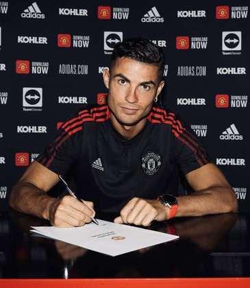 FECHADO - Na tarde desta quinta-feira, Cristiano Ronaldo assinou o contrato com o Manchester United e selou o seu retorno aos Red Devils.