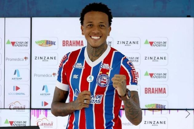 FECHADO - Na última quarta-feira (1), o volante Luizão foi apresentado oficialmente como novo jogador do Bahia. Emprestado pelo Vorskla-UCR, o meio-campo de 23 anos assinou contrato com o clube baiano até o fim de 2022 e já está apto para estrear no próximo sábado (4), contra o Fortaleza, pelo Brasileirão.