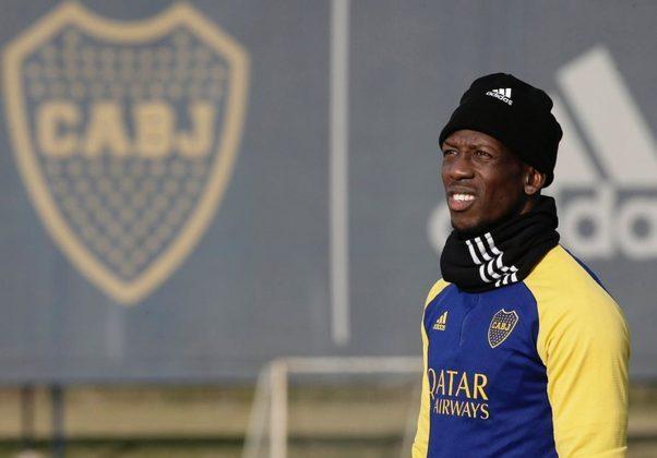 FECHADO - Nada de Miguel Borja. O Boca Juniors confirmou as especulações e anunciou, neste sábado, 31, o novo reforço da equipe: Luis Advíncula. O lateral-direito chega para ajudar a equipe no Campeonato Argentino.