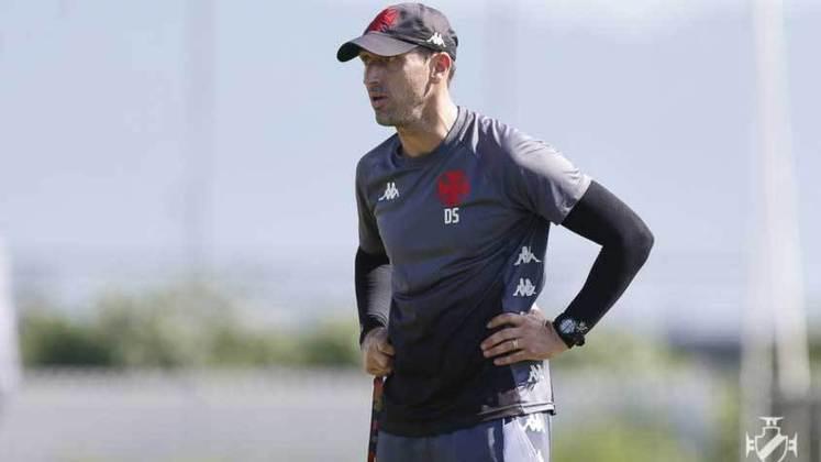 FECHADO - Nesta quarta, o técnico da equipe sub-20 do Vasco, Diogo Siston, pediu demissão. O profissional, que comandou a equipe nos títulos da Copa do Brasil e da Supercopa do Brasil da categoria, alegou motivos pessoais para o seu afastamento.