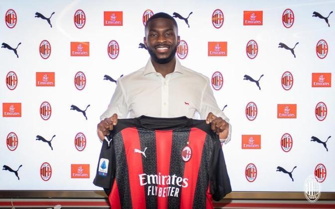 FECHADO - Nesta quinta-feira, 28, o zagueiro inglês Fikayo Tomori foi oficialmente apresentado pelo Milan. O jogador chegou por empréstimo do Chelsea até o fim da temporada, em acordo que pode ser estendido para 2021/2022. O novo camisa 23 dos Rossoneros comemorou o acerto e afirmou que assinar com o Milan foi a decisão correta.