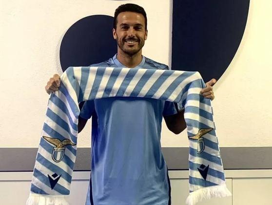FECHADO - Nesta quinta-feira, a Lazio oficializou a contratação do atacante Pedro, que estava na Roma, a maior rival do time da capital italiana. Assim, o atacante espanhol se tornou o primeiro jogador em 36 anos a