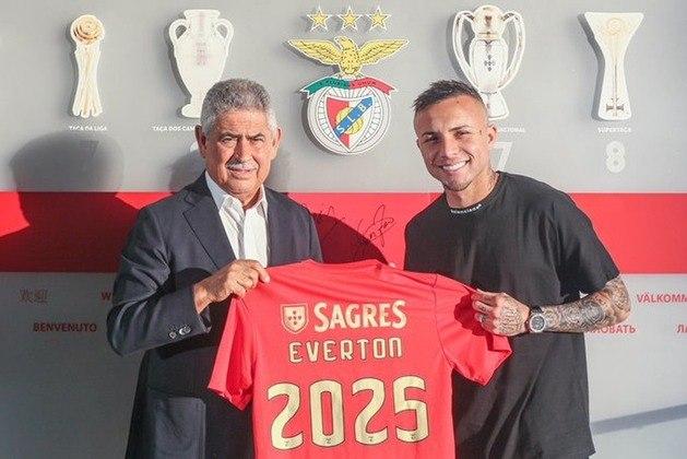 FECHADO - Nesta sexta-feira, Everton Cebolinha foi apresentado como novo reforço do Benfica. O ex-atacante do Grêmio afirmou que ter Jorge Jesus como seu novo treinador pesou em sua escolha.