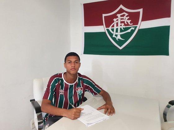 FECHADO - Nesta terça-feira, o Fluminense renovou o contrato de formação de Esquerdinha, destaque do sub-15 e da Seleção Brasileira da categoria. O novo vínculo do lateral vai até o fim de 2026 e tem multa prevista de 70 milhões de euros.