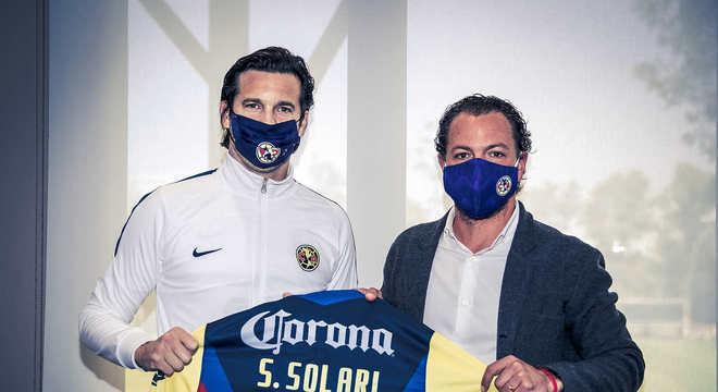FECHADO - O América do México oficializou a chegada do técnico Santiago Solari ao clube.