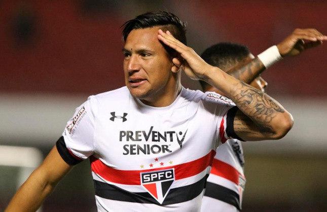 FECHADO - O atacante Andrés Chaves, ex-São Paulo, fechou acordo para defender o time do AEL Limassol, do Chipre, em acordo com validade por um ano.