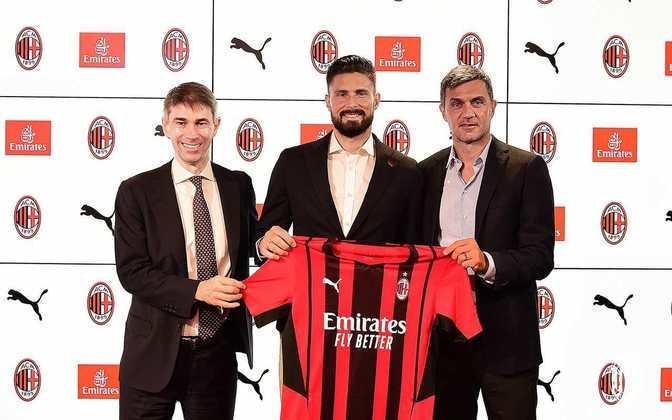 FECHADO - O atacante Giroud foi apresentado como novo reforço do Milan para a temporada neste sábado. Na última sexta-feira, o francês realizou os exames médicos e assinou um contrato válido por dois anos. Na equipe italiana, o centroavante irá vestir a camisa nove.