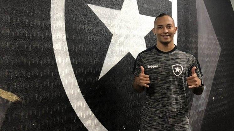 FECHADO - O atacante Lucas Campos está de saída do Botafogo. Sem espaço no Alvinegro, o jogador de 23 anos assinou contrato para defender o Valletta, de Malta, até junho de 2022. O Glorioso ficará com 20% de uma possível venda. A informação foi divulgada pelo