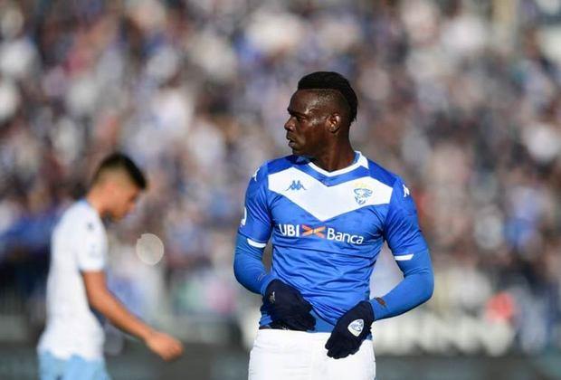 FECHADO - O atacante Mario Balotelli assinou contrato com o Adana Demirspor, da Turquia, por três temporadas nesta quarta-feira. O jogador chega ao clube sem custos após o fim de seu contrato com o Monza, da Itália, no último dia 30 de junho.