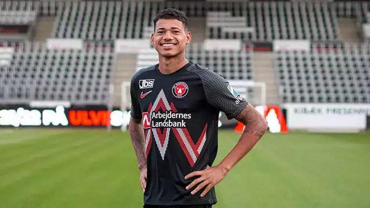 FECHADO - O atacante Marrony, 22 anos, é o novo reforço do Mitdjylland, da Dinamarca. O jogador, que é formado nas categorias de base do Vasco e que estava no Atlético-MG já desembarcou no país escandinavo e foi apresentado oficialmente pelo seu novo clube.