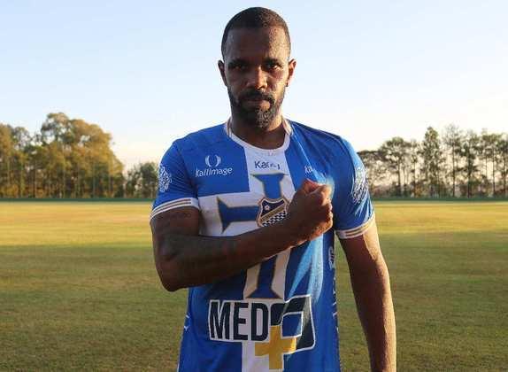 FECHADO - O atacante Tadeu, com passagens por São Paulo, Palmeiras e futebol europeu, acertou com o Água Santa e defenderá a equipe de Diadema na sequência desta temporada. Seu último time foi o Pelotas, equipe que defendeu no Gauchão deste ano.
