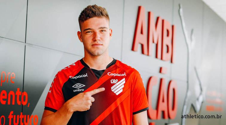 FECHADO - O Athletico Paranaense assinou um contrato em definitivo com Bissoli até 2023.