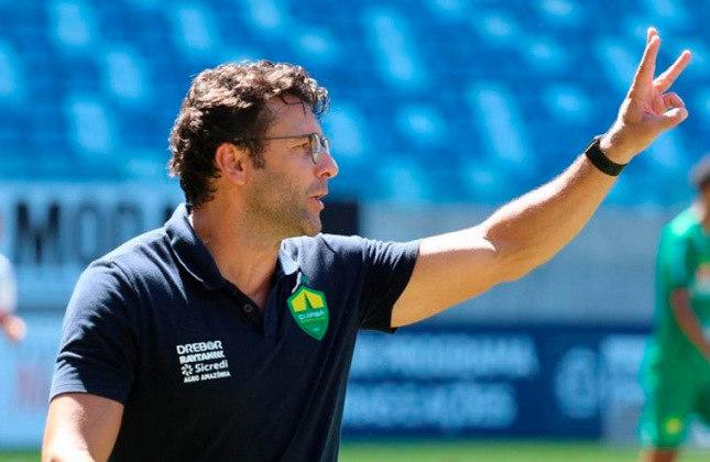 FECHADO - O Athletico-PR anunciou a chegada do técnico Alberto Valentim, que assume o cargo que estava com Antônio Oliveira. Ele já está no CT do Furacão para iniciar o trabalho.