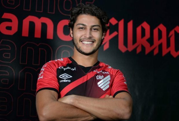 FECHADO - O Athletico-PR anunciou a contratação do lateral-direito Marcinho como reforço, com vínculo até o fim da temporada. Essa será a primeira equipe do atleta de 25 anos de idade após a saída do Botafogo, clube que defendeu de 2013 até 2020.
