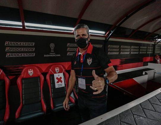 FECHADO - O Atlético-GO anunciou que o técnico Jorginho pediu demissão do cargo. Em nota oficial, o clube informou que acatou a decisão. O agora ex-treinador do Dragão comandou o time em apenas 13 jogos. No total, foram oito vitórias, quatro empates e apenas uma derrota, o que representa um aproveitamento de 71%.