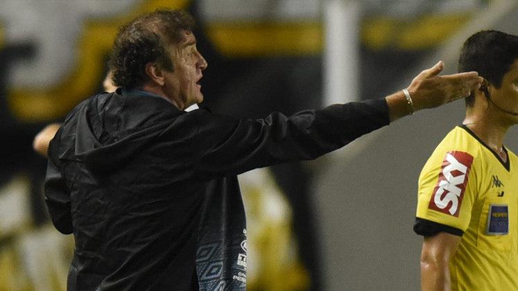 FECHADO - O Atlético-MG confirmou o retorno de Cuca ao clube como treinador da equipe. Ele volta ao Galo após sete anos, quando encerrou seu trabalho ao fim do Mundial de Clubes daquele ano. O treinador tem no currículo o maior título do alvinegro em sua história, a Libertadores de 2013.  Cuca vem para o Atlético depois do clube tentar contratar Renato Gaúcho, que não conseguiria fazer um acerto rápido, pois está no meio da decisão da Copa do Brasil contra o Palmeiras.