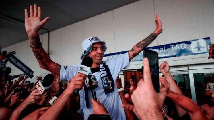 FECHADO - O Atlético-MG e o atacante Diego Tardelli entraram em acordo e haverá uma renovação de contrato até o fim de maio, quando acaba o Campeonato Mineiro. O atual vínculo do atacante do Galo havia se encerrado no domingo, 28 de fevereiro