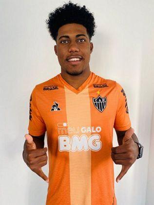 FECHADO - O Atlético-MG fechou a contratação do jovem meia Paulo Victor, de 19 anos, que estava atuando no futebol português, pelo Famalicão. A informação da vinda do meio de campo para o Galo foi confirmada pelo agente do atleta.