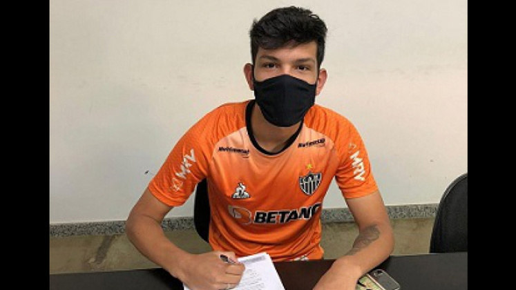 FECHADO - O Atlético-MG reforçou sua categoria de base com o atacante Pablo Ruan, de 18 anos, que vai atuar pelo sub-20 do Galo. O jogador assinou com o time mineiro até 2023. Pablo foi um dos sobreviventes do trágico incêndio no Ninho do Uurubu, CT do Flamengo, que deixou 10 mortos em fevereiro de 2019. O atacante estava na base do Palmeiras, clube que defendia após deixar a equipe Rubro-Negra.