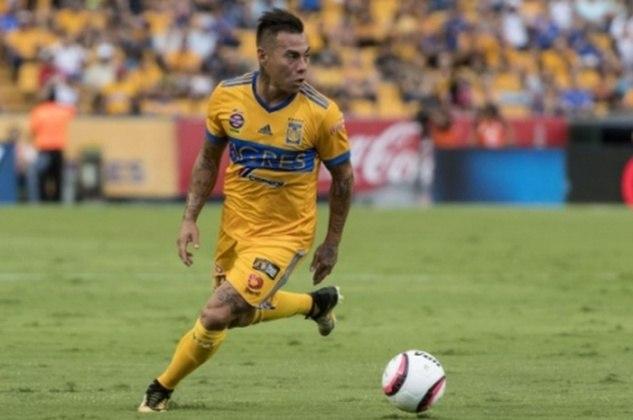 FECHADO - O Atlético Mineiro acertou a contratação do chileno Eduardo Vargas. O atacante desembarcou no início da tarde deste sábado em Belo Horizonte e é o 11º reforço de Jorge Sampaoli para a temporada. O jogador estava no Monterrey, do México. No Brasil, Vargas já vestiu a camisa do Grêmio, em 2013.