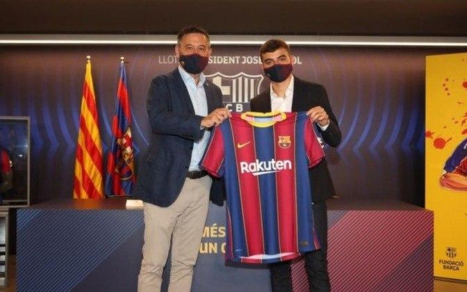 FECHADO - O Barcelona apresentou o jovem Pedro González, conhecido como Pedri, de apenas 17 anos. O meia, que foi contrato junto aos Las Palmas ainda em 2019, se transferiu somente agora e já falou como novo jogador blaugrana. O espanhol disse que torce pela permanência de Messi.