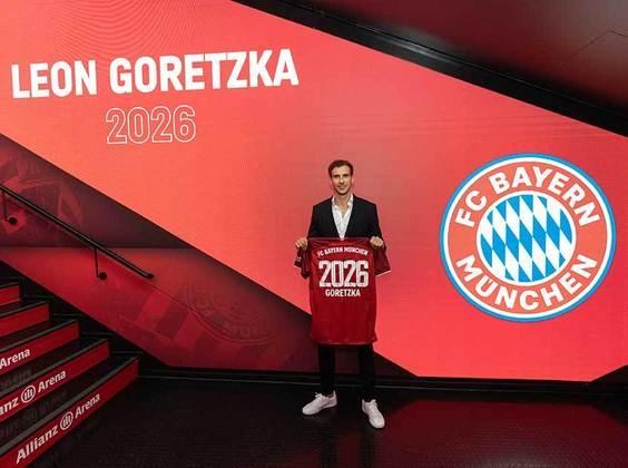 FECHADO - O Bayern de Munique anunciou nesta quinta-feira a renovação contratual do meio-campista Leon Goretzka, de 26 anos, que já estava encaminhada desde os últimos dias. Anteriormente com vínculo até o final desta temporada, em junho de 2022, o atleta estendeu o acordo por mais quatro anos, até junho de 2026.