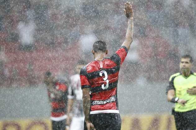 FECHADO - O Bolívar anunciou a contratação do zagueiro César Martins, brasileiro que estava defendendo o Farense, de Portugal, na última temporada. Além disso, o jogador tem passagem pelo Flamengo na década passada e vai para seu primeiro clube sul-americano fora do Brasil.