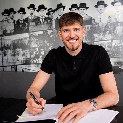 FECHADO - O Borussia Dortmund acertou a contratação do goleiro Gregor Kobel, que estava no Stuttgart e chega ao clube aurinegro até 2026.