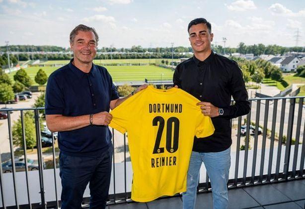 FECHADO - O Borussia Dortmund anunciou em suas redes sociais a contratação de Reinier, do Real Madrid, por empréstimo de duas temporadas. A joia de 18 anos será lapidada pela equipe alemã antes de retornar ao clube merengue para conquistar espaço na equipe principal.