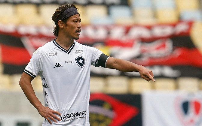 FECHADO - O Botafogo renovou com o meia Honda até o final do Brasileirão 2020/21. O contrato atual do japonês ia até o final de 2020.