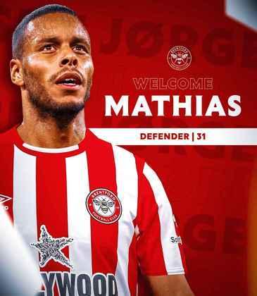 FECHADO - O Brentford anunciou a chegada do zagueiro Mathias Zanka, que estava sem clube e chega de graça ao clube inglês por uma temporada.