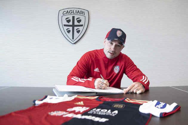 FECHADO - O Cagliari anunciou o meia, Radja Nainggolan como reforço por empréstimo taté junho de 2021.