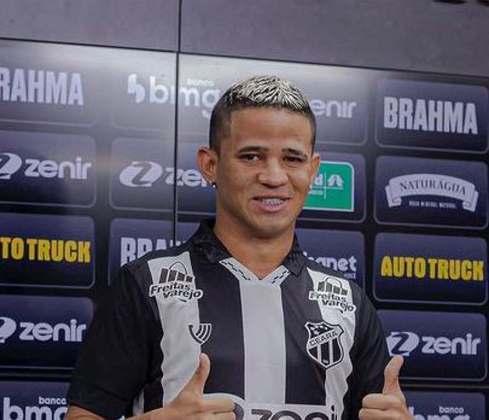 FECHADO - O Ceará finalmente apresentou o atacante Erick, a sua principal contratação para a sequência da temporada 2021 no calendário brasileiro. A chegada do atleta exigiu muito da diretoria nos bastidores, já que Erick havia acabado de encerrar a sua passagem no Náutico e os direitos federativos eram do Sporting Braga.