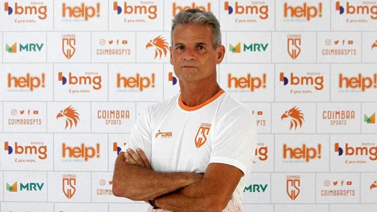 FECHADO - O Coimbra Sports começou uma profunda modificação no seu quadro técnico do futebol profissional. Foram desligados do clube o treinador Eugênio Souza, o preparador físico Wladimir Braga e o supervisor Luiz Carlos Baiaga.