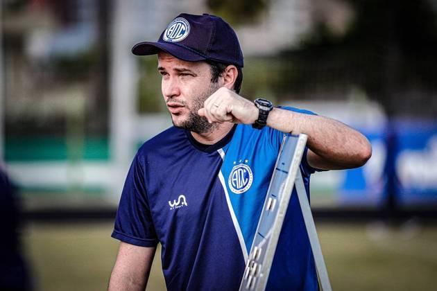 FECHADO - O Confiança comunicou a demissão do técnico Daniel Paulista nesta segunda-feira, após a decisão ser tomada em comum acordo.