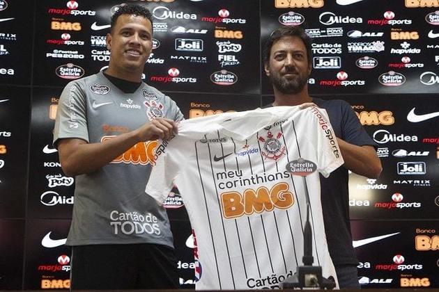 FECHADO - O Corinthians anunciou na tarde da sexta-feira (30) que Sidcley não faz mais parte dos planos do clube e cumprirá contrato até o fim do ano treinando em horários alternativos ao elenco principal, segundo opção da comissão técnica. Sidcley está emprestado ao Alvinegro pelo Dínamo de Kiev-UCR até o dia 31 de dezembro deste ano e o contrato será cumprido pelo clube.