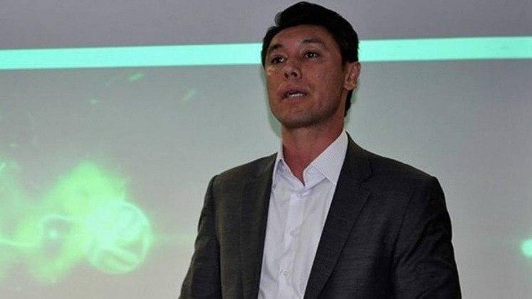 FECHADO - O Corinthians anunciou na tarde desta quarta-feira a saída de Fernando Yamada da gerência das categorias de base do clube. O ex-goleiro, que estava no cargo desde 2017, será remanejado para função em outro departamento.