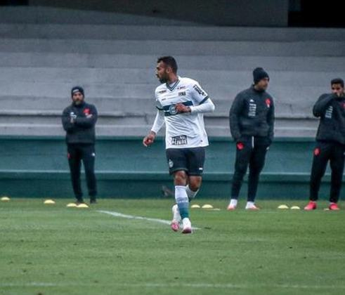FECHADO - O Coritiba foi pego de surpresa nesta terça-feira. O volante Ramón Martínez procurou a diretoria do Coxa e pediu a rescisão do seu contrato, pois recebeu proposta de outro clube.