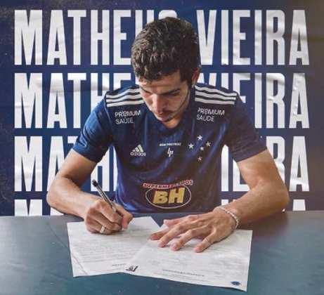 FECHADO - O Cruzeiro acertou a contratação do zagueiro Matheus Vieira, de 19 anos, que estava no São Paulo. O jogador assinou contrato com a Raposa até dezembro de 2022.  Matheus irá, inicialmente, para o time sub-20, mesmo estando em seu último ano na categoria. Com o tempo, ele será integrado ao time profissional da Raposa.