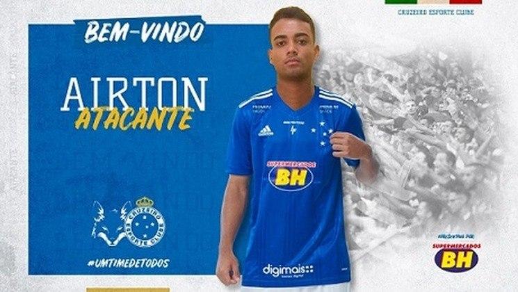 FECHADO - O Cruzeiro anunciou mais um reforço. Nesta quinta-feira, 20 de agosto, a Raposa confirmou o acerto com o atacante Airton, de 21 anos, revelado pelas categorias de base do Palmeiras e que estava na Inter de Limeira-SP. O vínculo tem duração até o fim de 2023.
