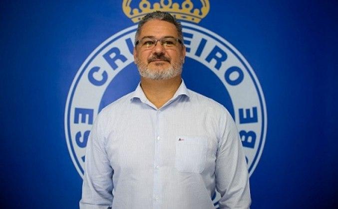 FECHADO: O Cruzeiro confirmou a saída de mais um profissional do departamento de futebol depois da demissão de Enderson Moreira e sua comissão técnica. O treinador do sub-20, o campeão olímpico Rogério Micale, pediu para deixar a Raposa na noite desta terça-feira, 8 de setembro.
