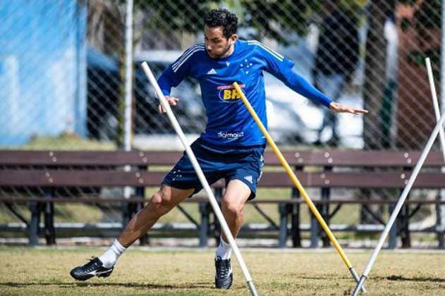 FECHADO - O Cruzeiro confirmou nesta quarta-feira, 14 de outubro, o empréstimo do volante argentino Ariel Cabral, de 33 anos, para o Goiás. O jogador ficará no clube goiano até o fim do Campeonato Brasileiro da Série A, em fevereiro de 2021.