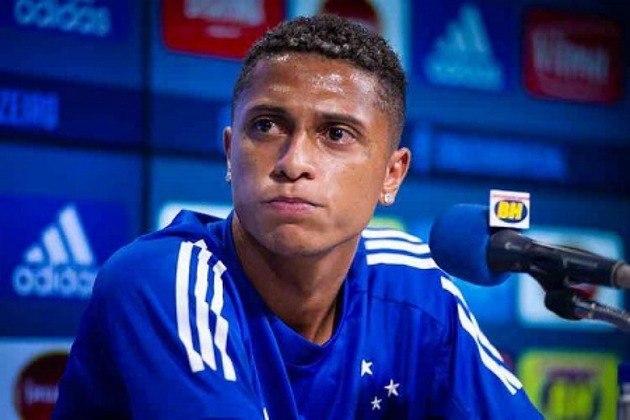 FECHADO - O Cruzeiro e a Chapecoense chegaram a um acordo para a transferência do lateral esquerdo Rafael Santos. O atleta de 22 anos já está em Chapecó-SC, onde fez exames médicos e assinou contrato de empréstimo com a equipe catarinense até o fim desta temporada.